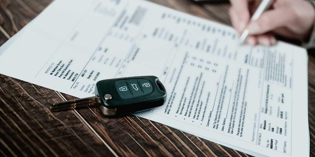 Firma de contrato de compra coche nuevo